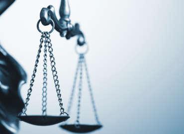(Română) Acțiuni disciplinare și sancțiuni aplicate unui judecător, președinte al Uniunii Judecătorilor din Bulgaria. Încălcarea libertății de exprimare și intimidarea acestui judecător, dar și a întregului corp profesional